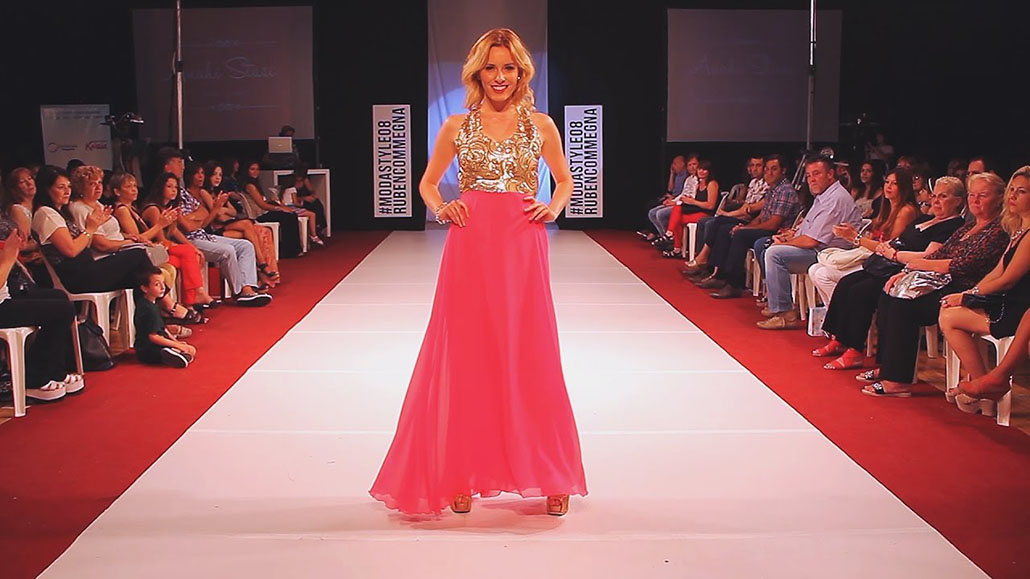 Rubia Primer desfile de moda